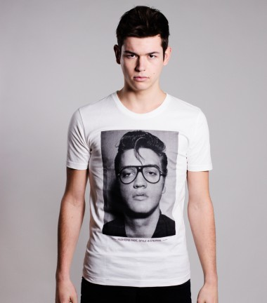 http://www.smileandjoke.com/359-thickbox_01prem/t-shirt-elvis-homme-smile-and-joke.jpg